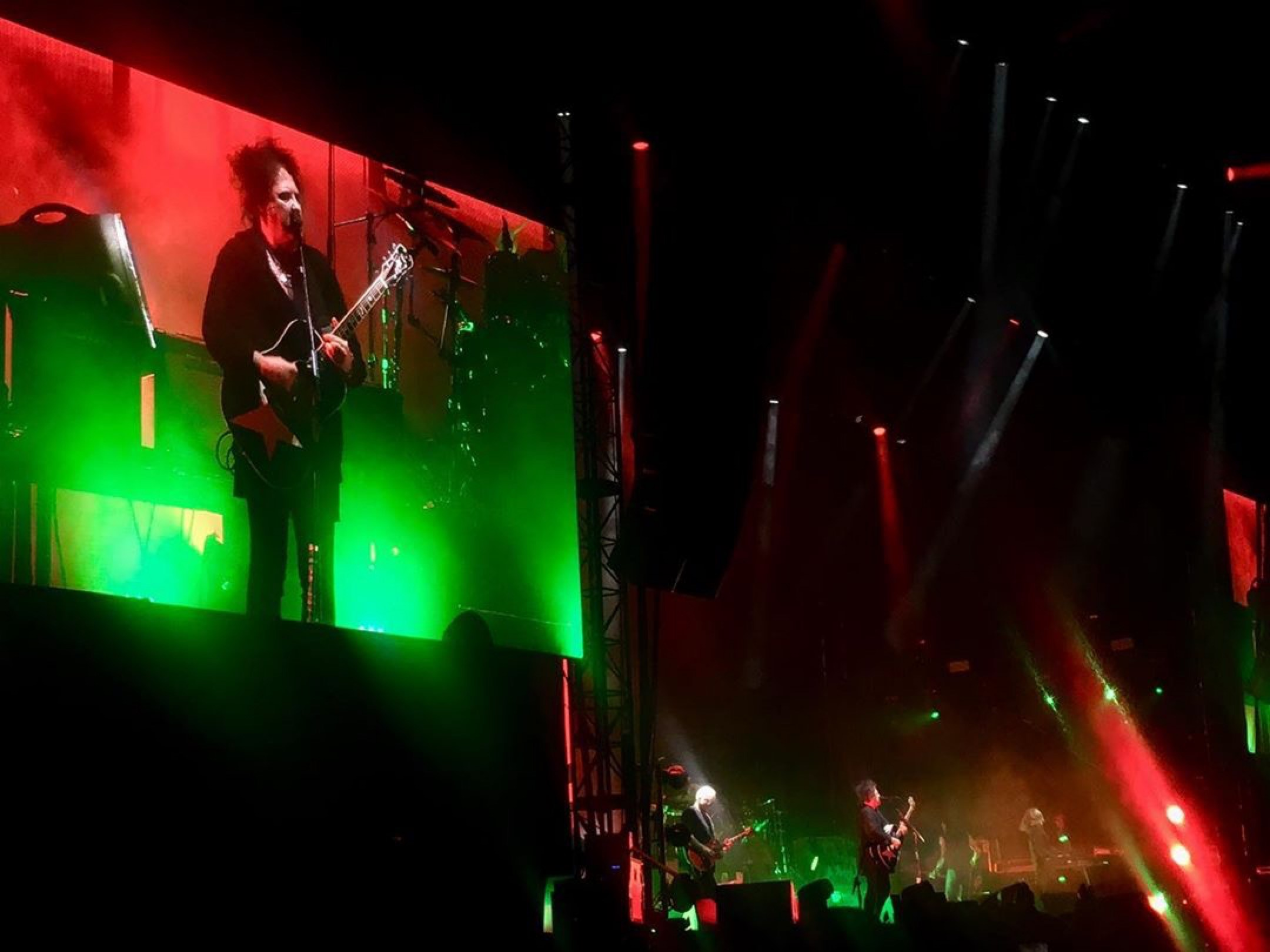 Watch The Cure's Jam Packed Pasadena Daydream Set [VIDEO]